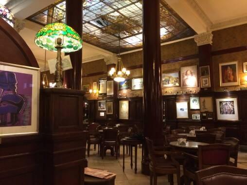 フローレンシアと待ち合わせ場所に選んだカフェ・トルトーニ