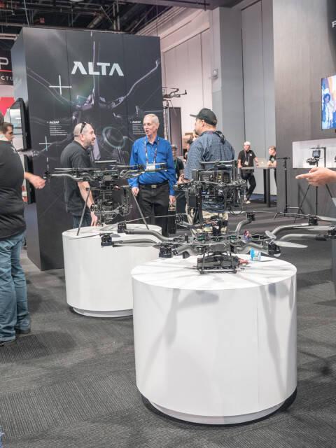 Freefly - ALTA 8 を中心に展示していた